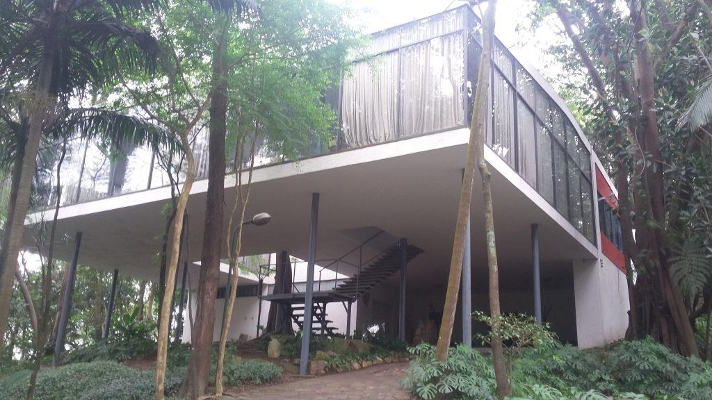 O projeto de casas modernas é muito mais do que um simples sinônimo de projeto atual. Trata-se de um estilo arquitetônico. Saiba mais.